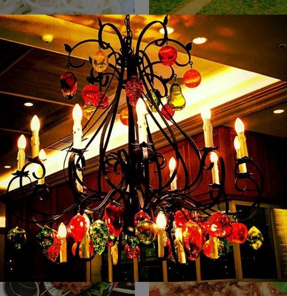 カラフルなシャンデリア Colorful chandeliers